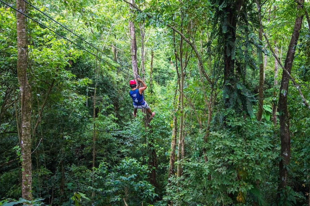 Ziplining (Makaralı ipte kayma)