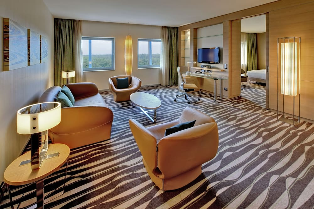 Deluxe Suite, 1 King Bed (with Separate Living Room) - Living Room
