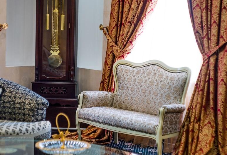 Moscow Holiday Hotel, Moskva, Svit Presidential - 1 kingsize-säng - utsikt mot staden, Gästrum