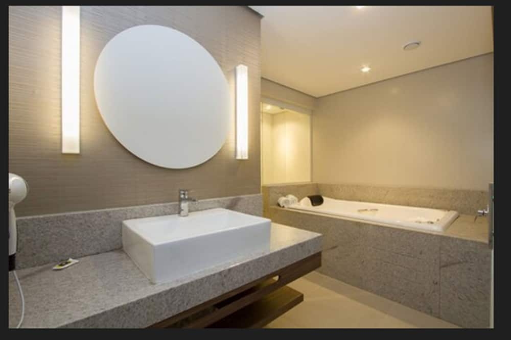 Superior Suite, 1 King Bed, Hot Tub - Bathroom
