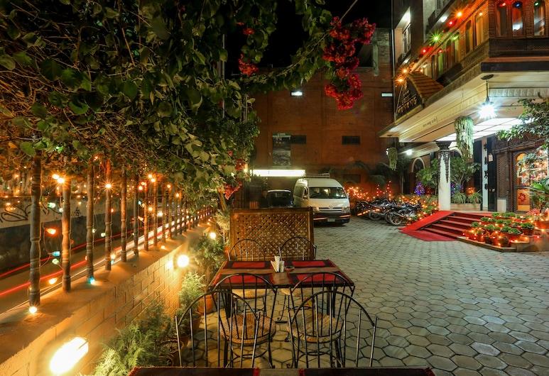 馬南酒店有限公司, 加德滿都, 酒店入口 - 夜景