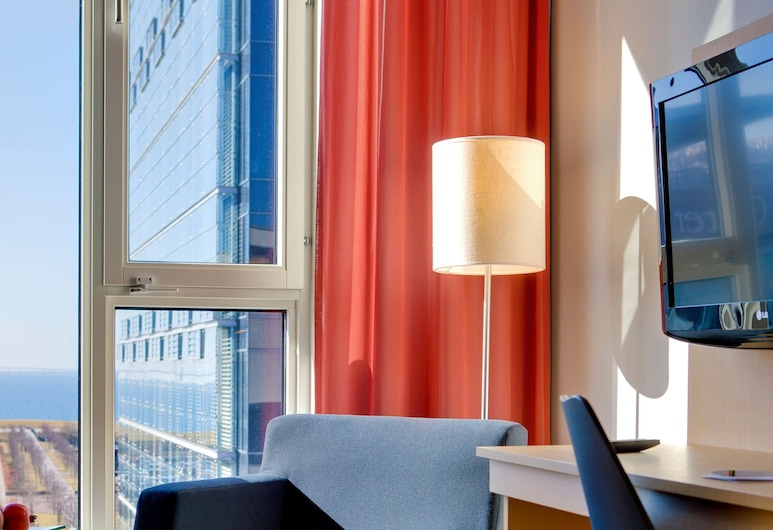 Park Inn by Radisson Malmö Hotel, Malmo, Standard Double Room, Guest Room