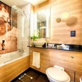 Executive King with Sofa - Bathroom