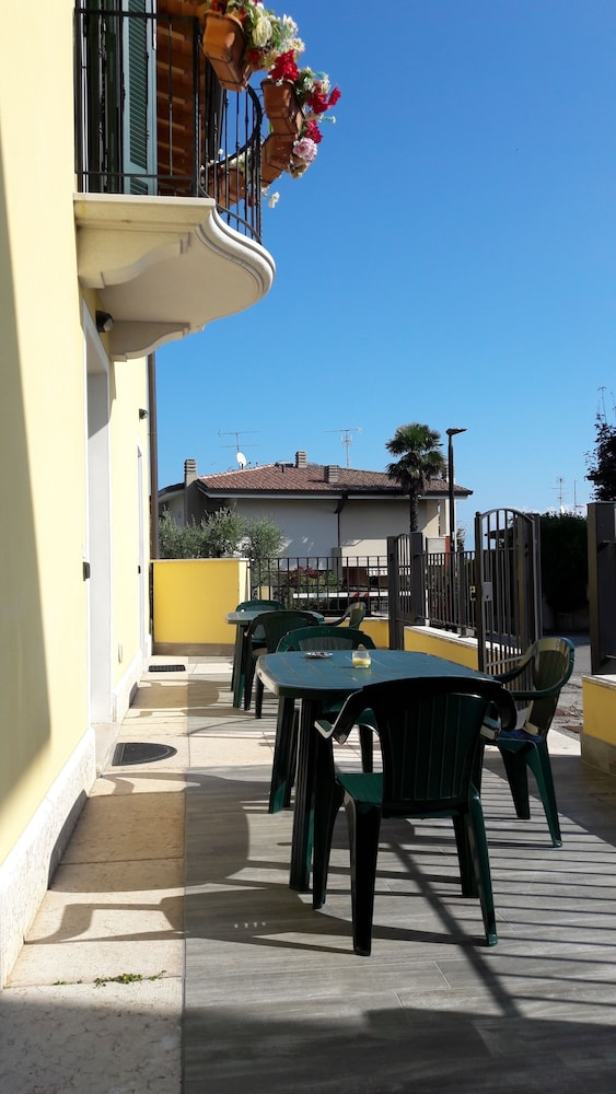 Prenota Appartamenti Esmera a Desenzano del Garda - Hotels.com