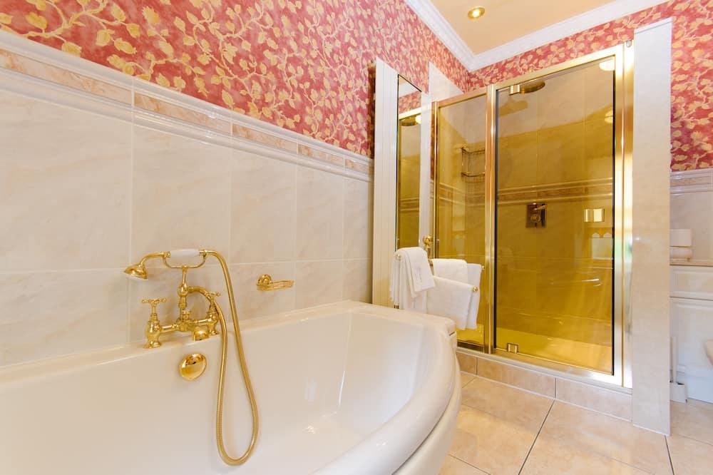 Suite (4 Poster Bed) - Bathroom