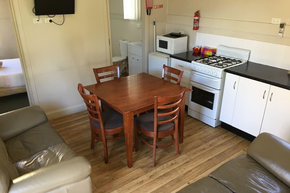 Коттедж, 2 спальни (Small) - Обед в номере