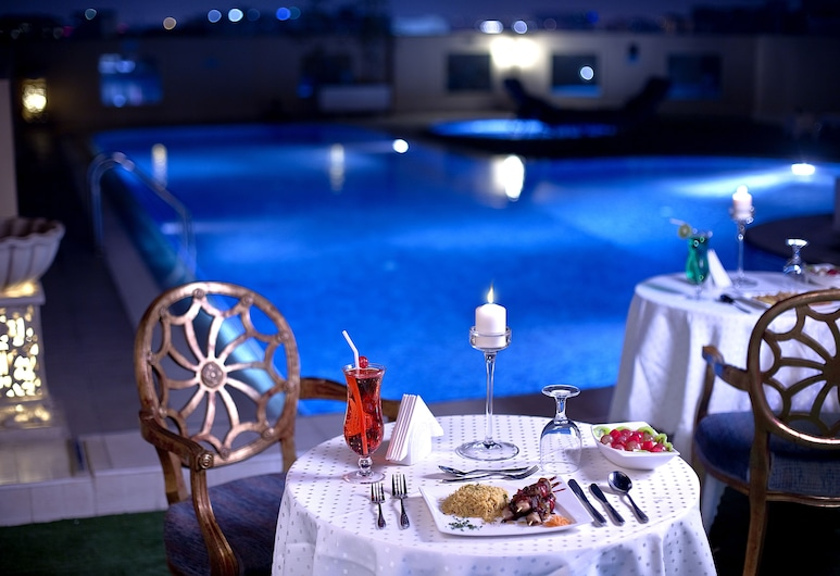 Corp Executive Hotel Doha Suites, Doha, Piscina