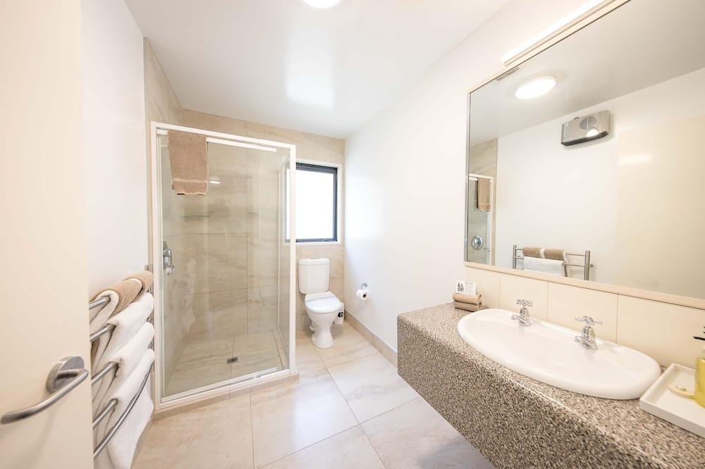 Three Bedroom Interconnecting Family Room - Bathroom