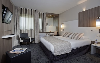 Choose This Business Hotel in Rubelles -  - Online Room Reservations