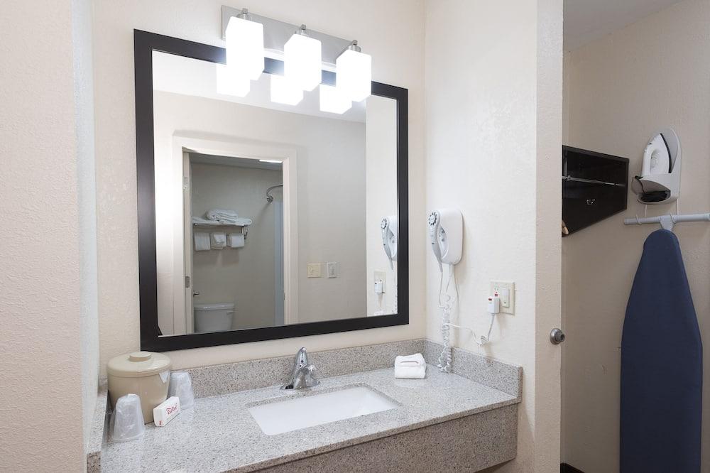 Улучшенный номер, 1 двуспальная кровать «Кинг-сайз», для некурящих - Ванная комната