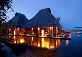 Choose This Pool Hotel in Sanya