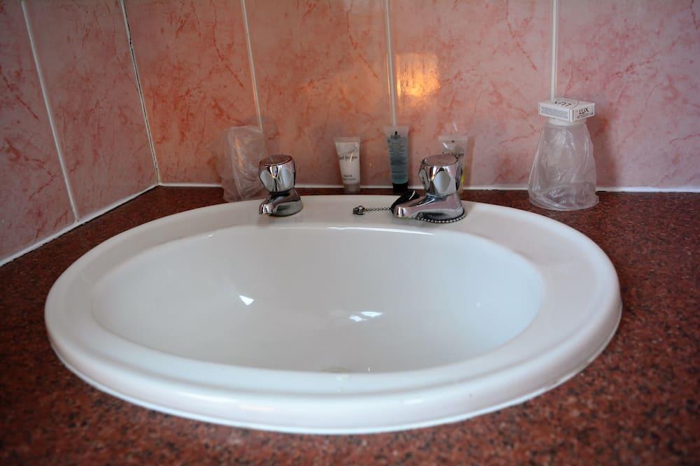 Standard-Dreibettzimmer, mit Bad - Badezimmer