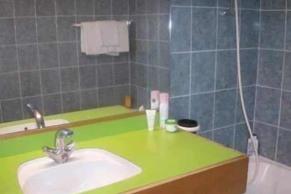 غرفة فردية - بحوض استحمام - حمّام
