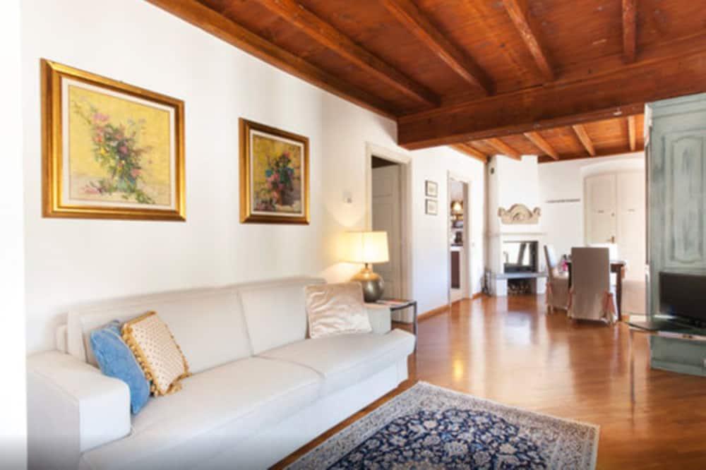 Departamento, 2 habitaciones, acceso a la piscina, en edificio anexo (Villa Trotti) - Sala de estar