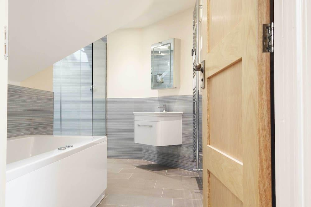 Prabangaus stiliaus dvivietis kambarys (2 viengulės lovos) (Beech - Room 4) - Vonios kambarys