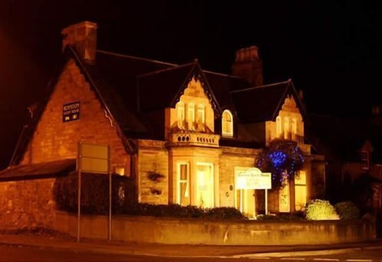 Royston Guest House, Inverness, Hotel Front – Evening/Night