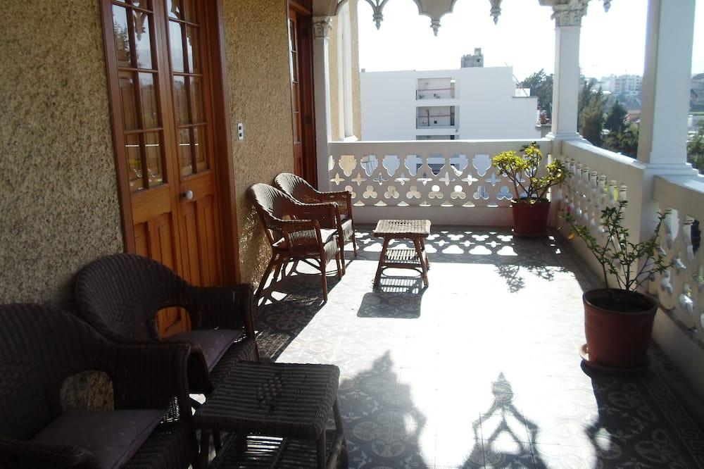 Suite Junior, 1 grand lit, vue ville - Balcon