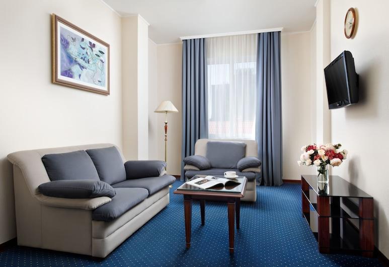 Red Royal Hotel, Krasnodar, Suite, Bilik Tamu