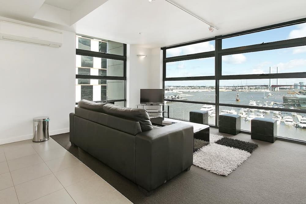 Deluxe One Bedroom Apartment - Marina View - Room