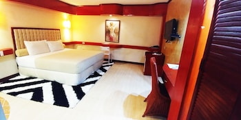 Picture of Dulcinea Hotel and Suites in Lapu-Lapu