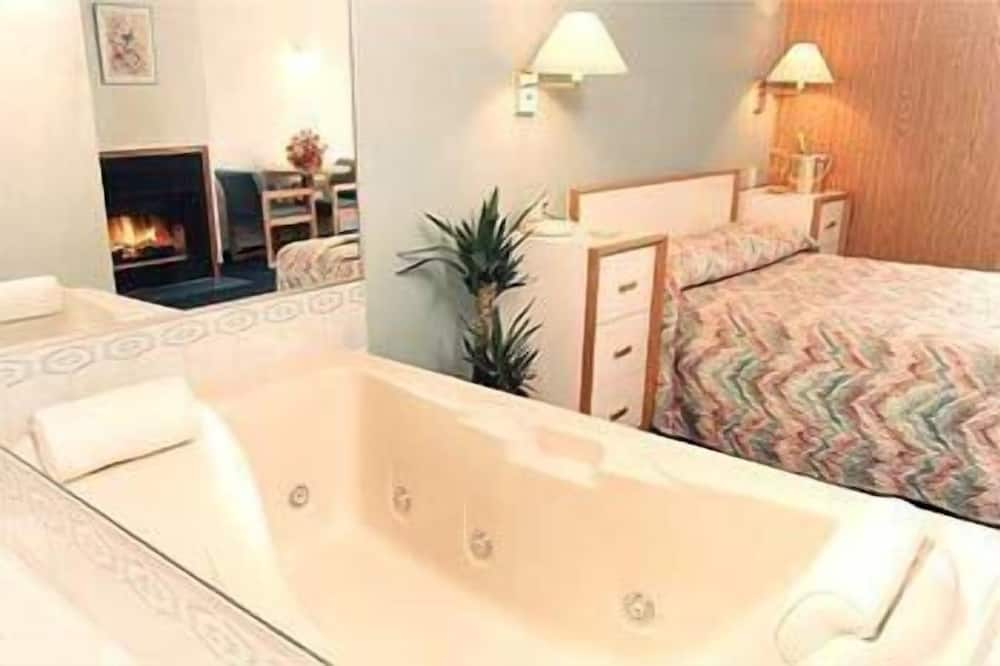Suite - Jetted Tub