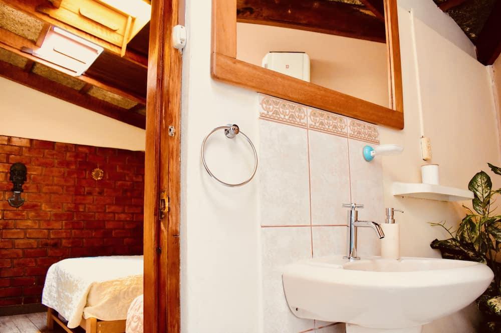 Superior Double or Twin Room, Private Bathroom - Bathroom