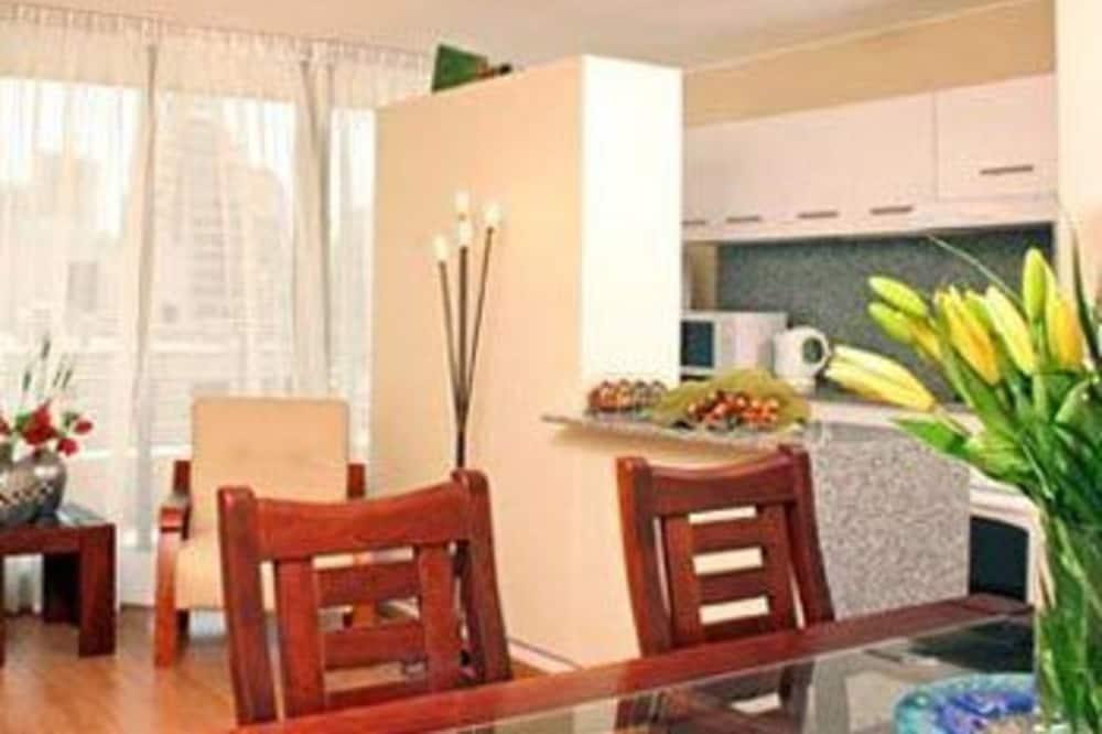 Executive-lejlighed - tekøkken - Spisning på værelset