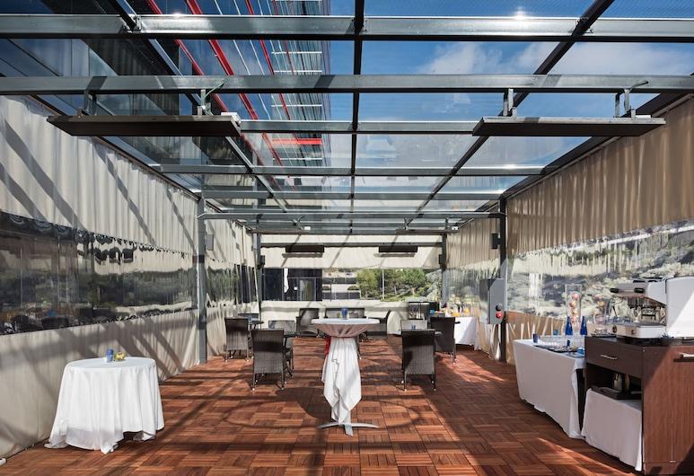 NH Madrid Ribera del Manzanares, Madrid, Restauration en terrasse