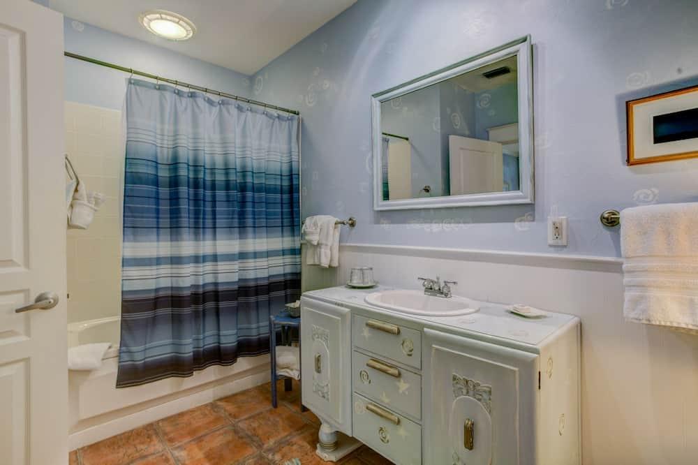 Quarto Deluxe, 1 cama queen-size, Banheira de Hidromassagem - Casa de banho
