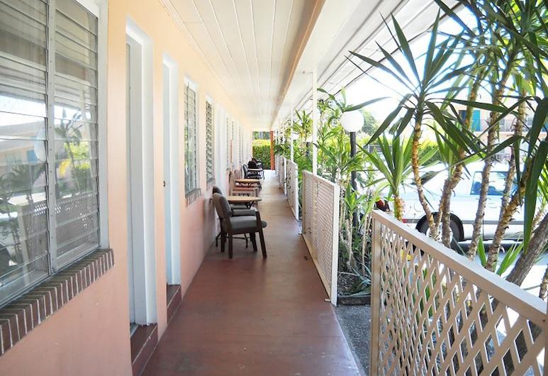 Conty's Motel, Naples, Basic Triple Room, Guest Room