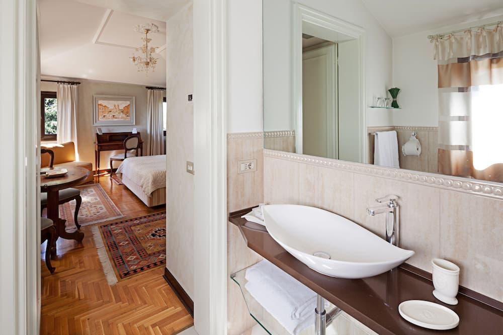 Deluxe Tek Büyük Yataklı Oda, Park Manzaralı - Banyo