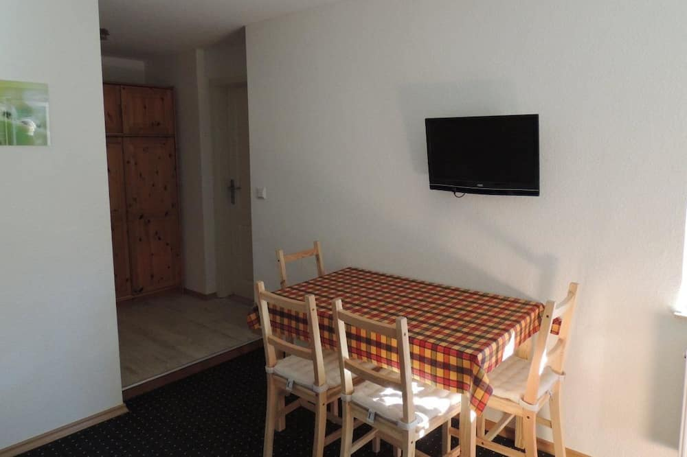 Family Room (For 5 People) - In-Room Dining