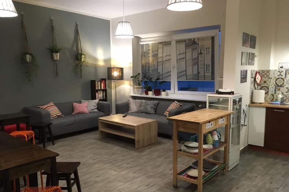 Basic-Doppelzimmer, 1 Queen-Bett, Gemeinschaftsbad, Blick auf den Innenhof - Gemeinschaftsküche
