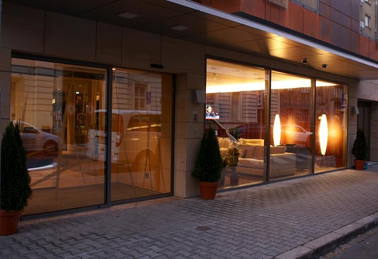 進展飯店, 布拉提斯拉瓦