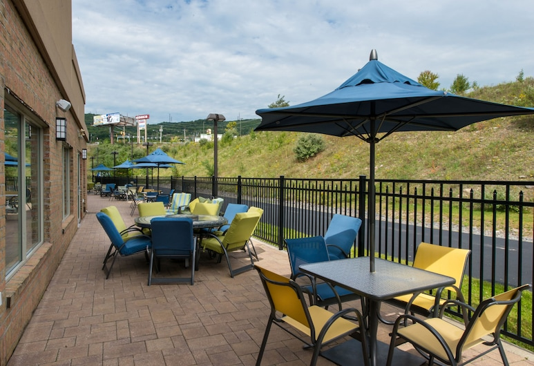 Holiday Inn Express Hotel and Suites Scranton, Dickson City, Terrasse/Patio