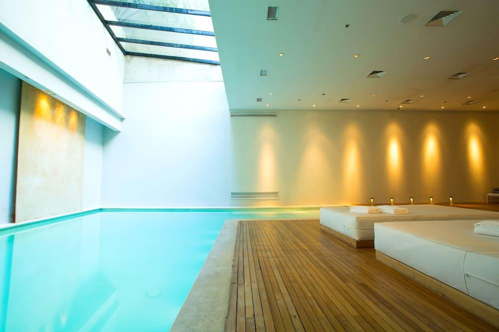 Kolam Renang Luar/Dalam Ruangan