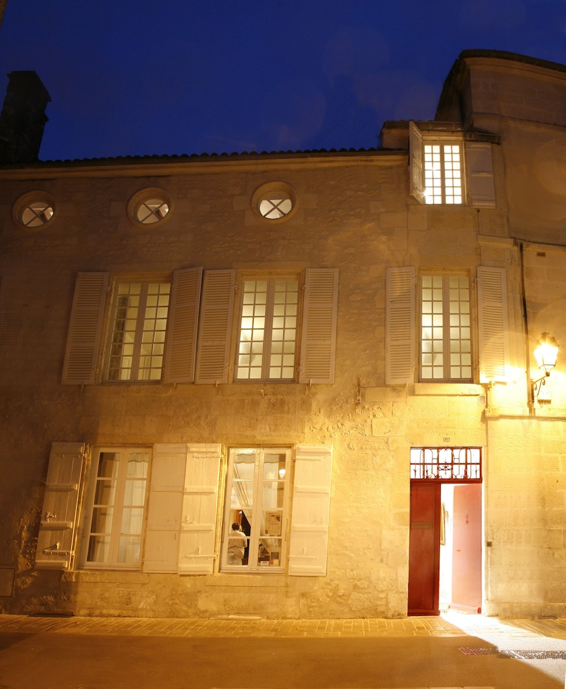 Book La Porte Rouge The Red Door Inn Chambres Dhotes In Saintes