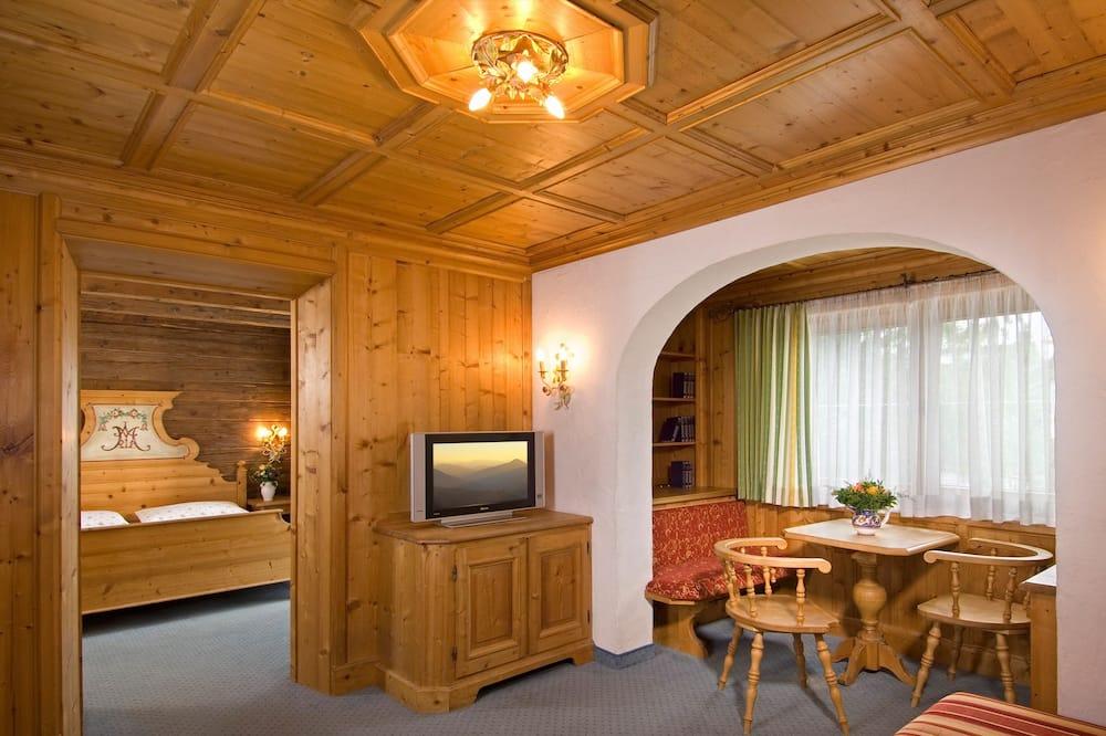 Junior Suite, Balcony, Mountain View - Living Room
