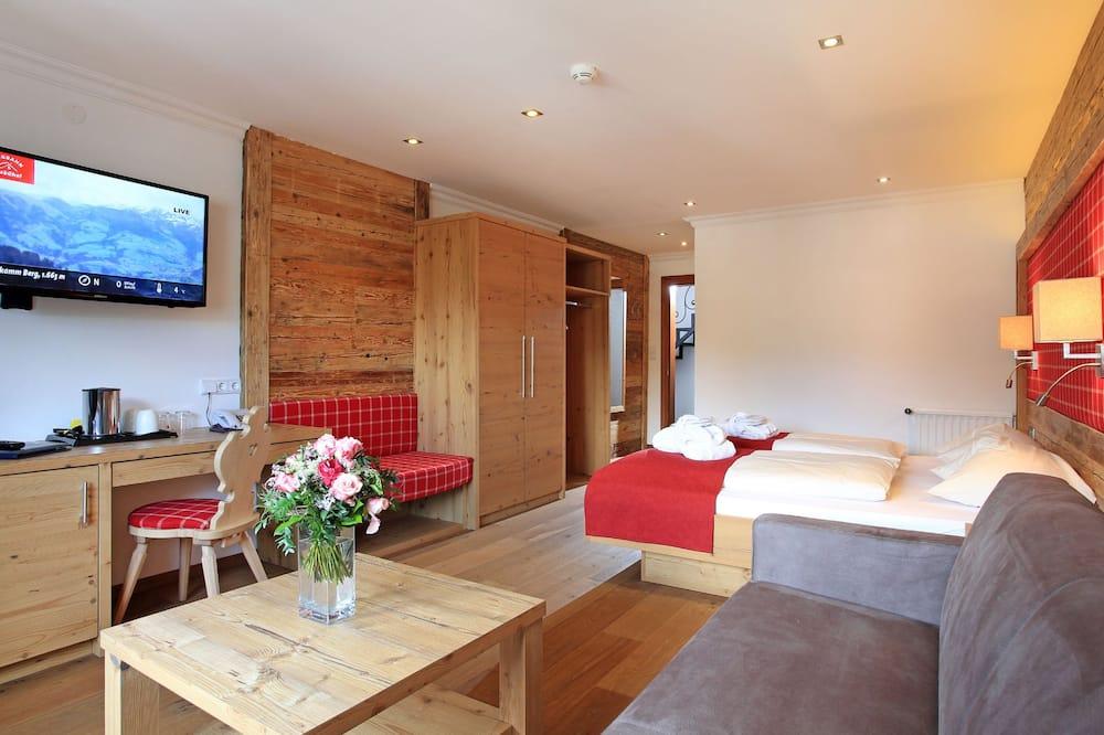Deluxe Double Room, Balcony, Mountain View - Living Area