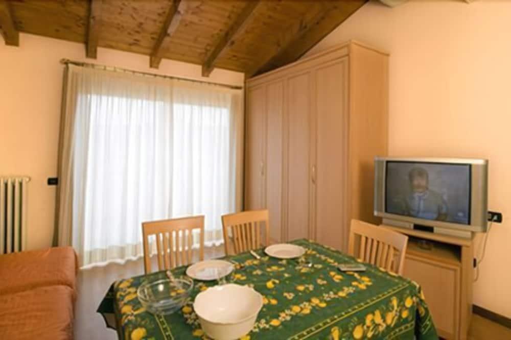Стандартные апартаменты, 2 спальни - Обед в номере
