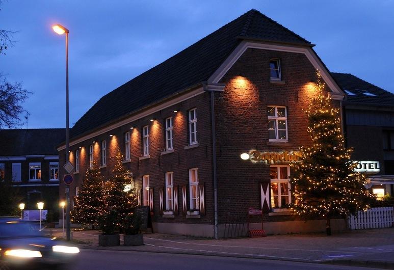 Hotel - Restaurant -Doppeladler, Rees, Hotelfassade