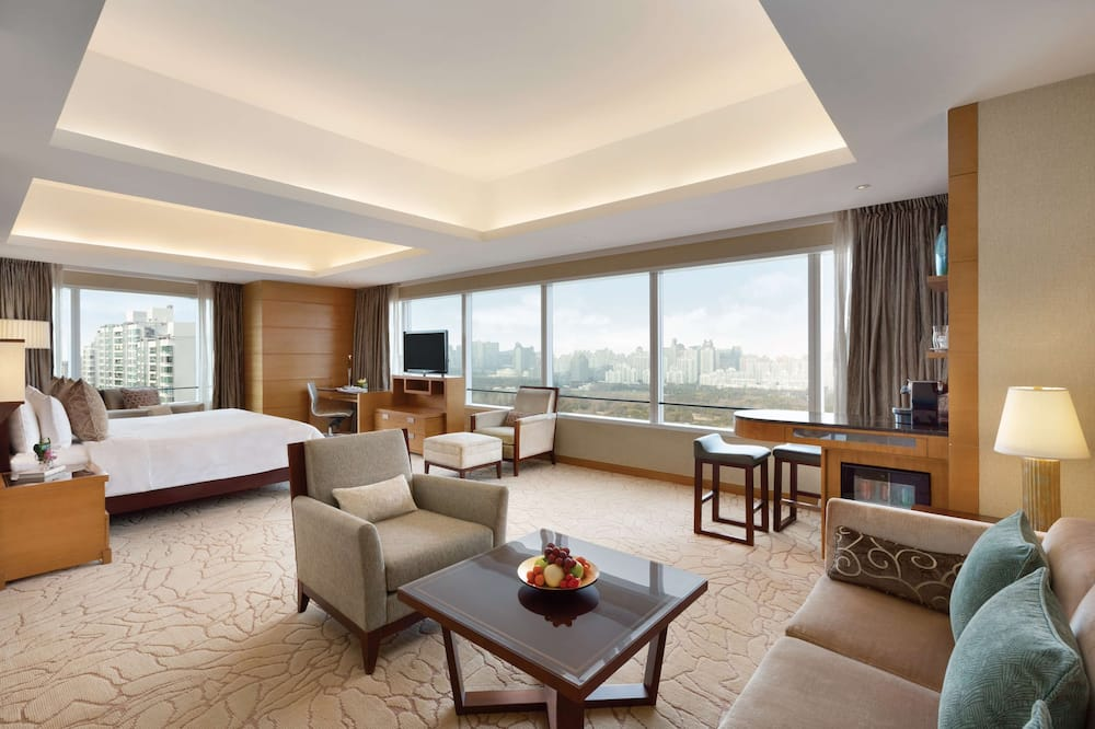 Premier Room, 1 King Bed, Park View (Club) - Guest Room View