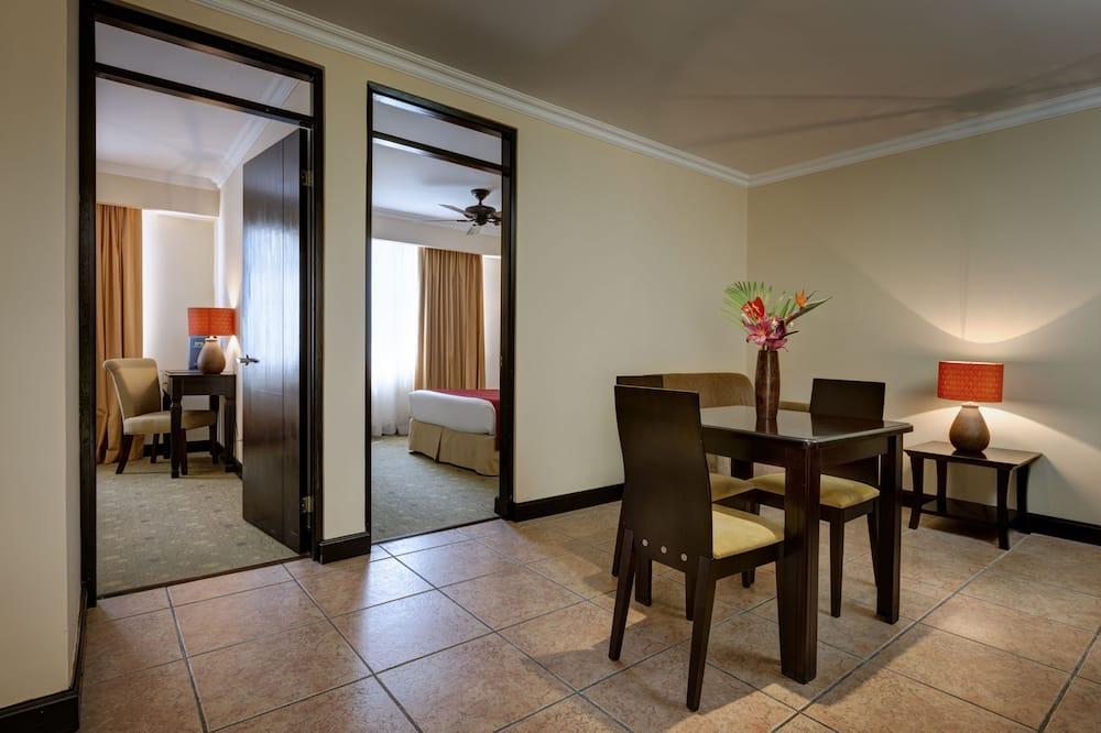 Family Tek Büyük Yataklı Oda, 2 Yatak Odası - Odada Yemek Servisi