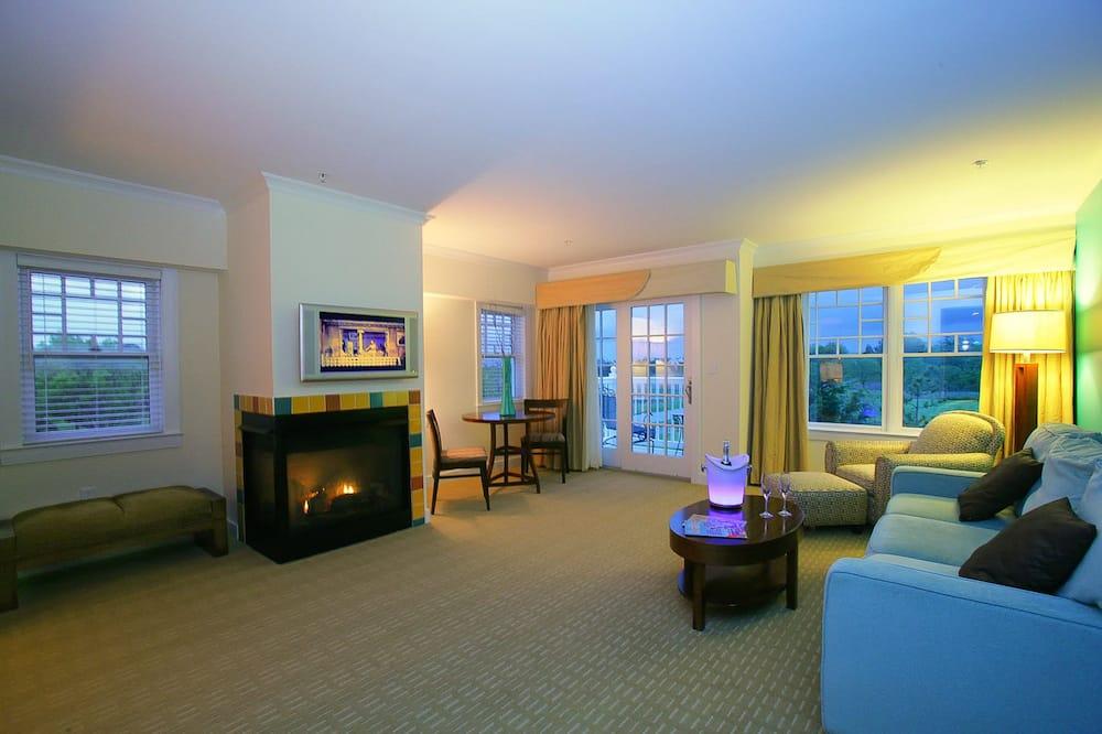 Premium Suite, 1 Queen Bed, Balcony (Fireplace) - Living Area