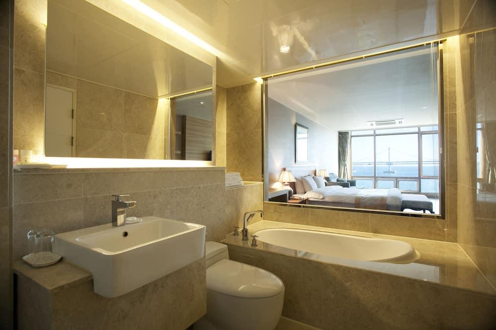 Deluxe Double Room, 1 King Bed, Ocean View (High) - Kúpeľňa