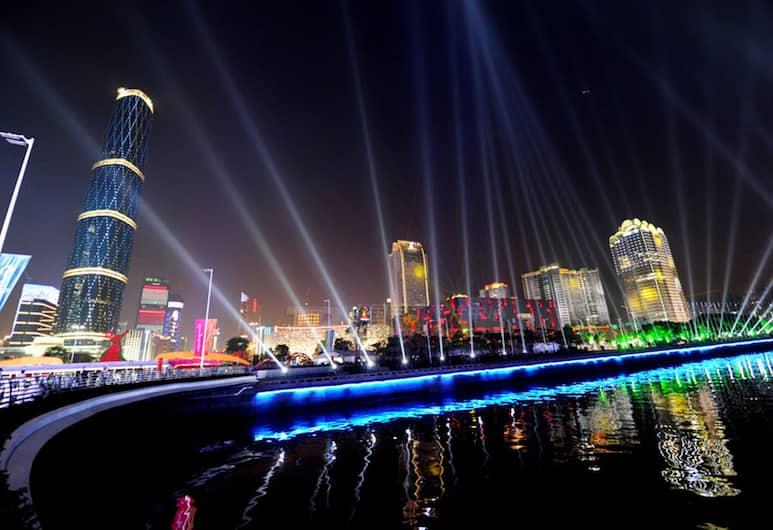 广州她他服务公寓(汇峰公寓), 广州市, 住宿正面 - 晚上