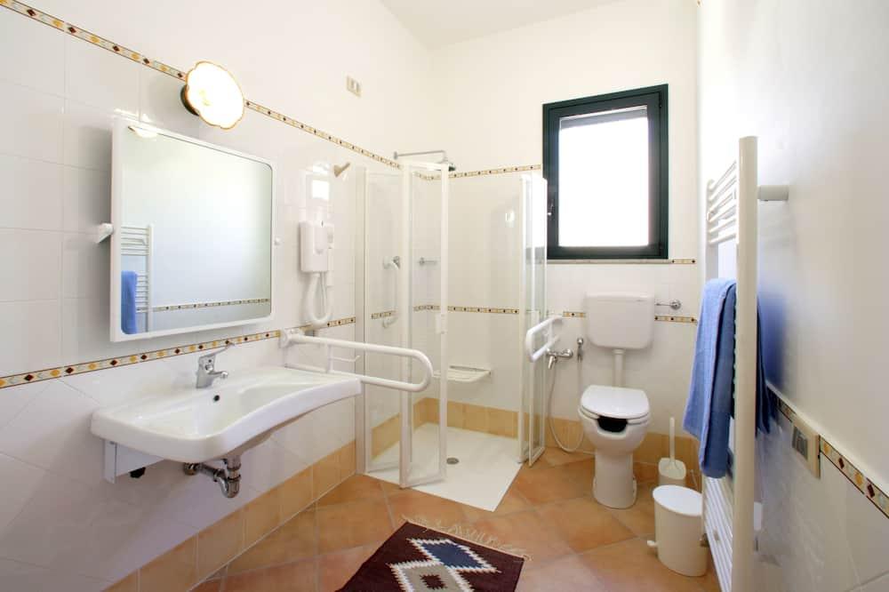 Standard Apartment, 2 Bedrooms (5 adults) - Bathroom