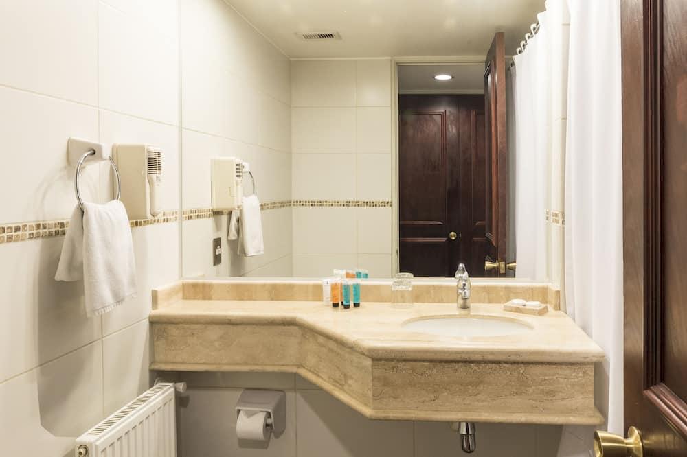 Двомісний номер із покращеним обслуговуванням, 1 двоспальне ліжко - Ванна кімната