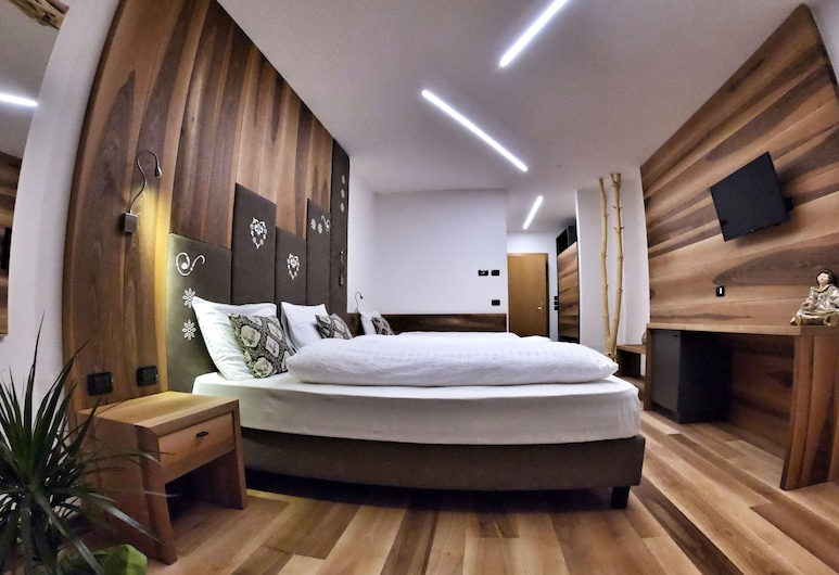 Hotel Cristallo, Canazei, Classic Triple Room, Guest Room