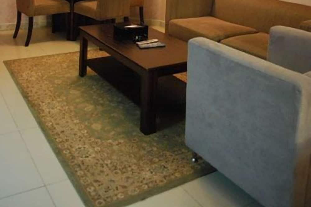 Standard Studio with 2 Single Beds - พื้นที่นั่งเล่น